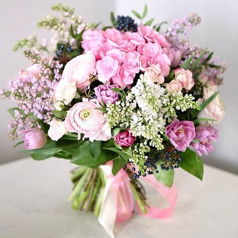 Красивый букет цветов живые